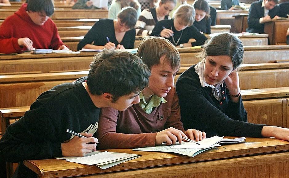 Burse private pentru elevi/studenti